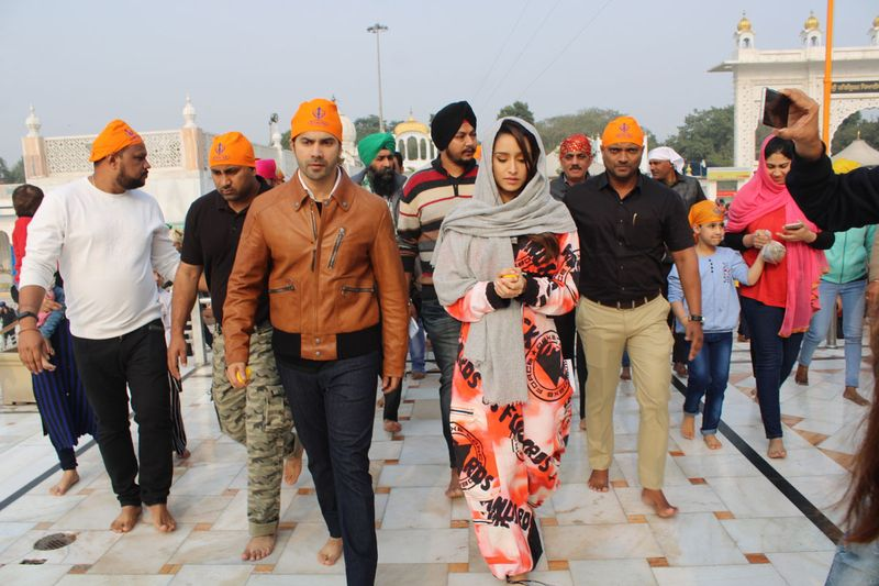 Varun Dhawan and Shraddha Kapoor visits Gurudwara Bangla Sahib in New Delhi