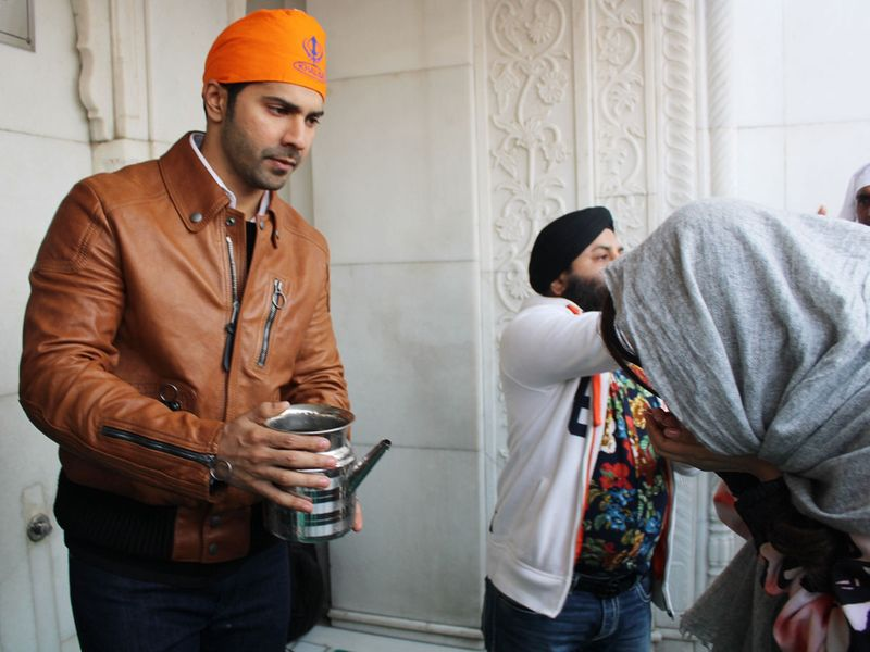 Varun Dhawan at the Bangla Sahib Gurudwara in New Delhi