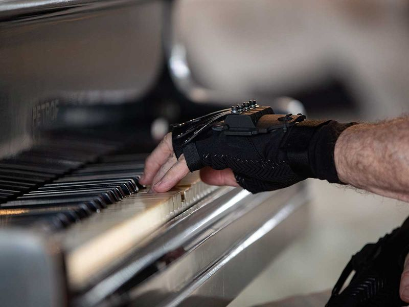 Brazil_Pianist_Bionic_Gloves_93838