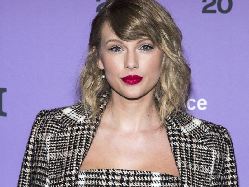 Taylor Swift dad-1580018393473