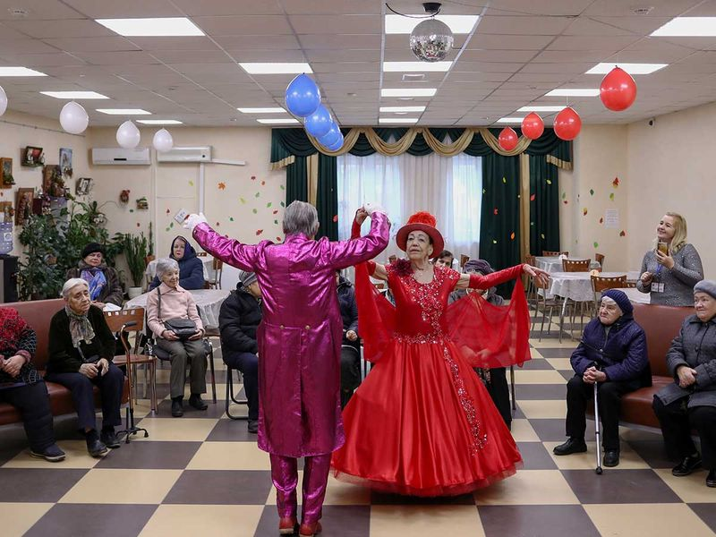 2020-01-28T145739Z_1839191425_RC22PE98Z2AW_RTRMADP_3_GLOBAL-AGE-RUSSIAN-DANCERS-(Read-Only)