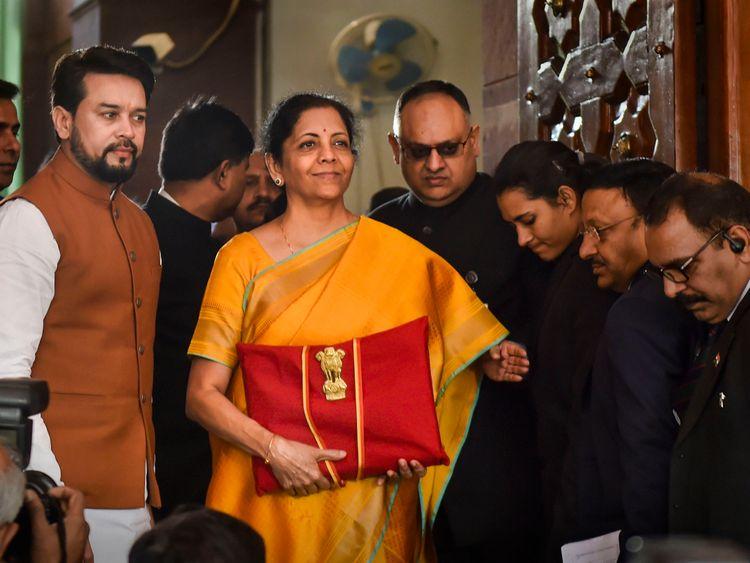 Le ministre indien des Finances, Nirmala Seetharaman, prêt à présenter le budget 2020