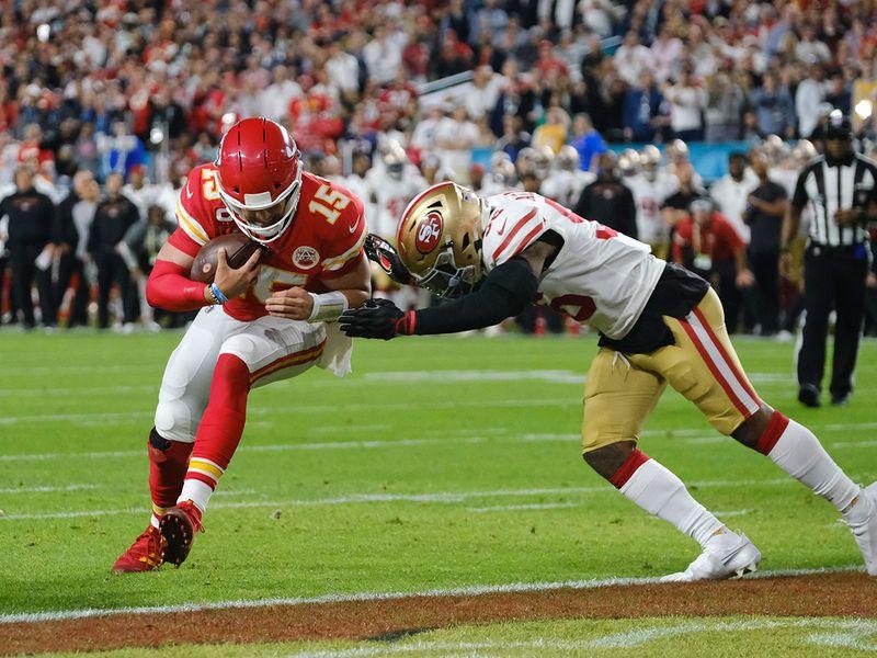Kansas City Chiefs quarterback Patrick Mahomes (15) scores a touchdown in the first quarter of Super Bowl