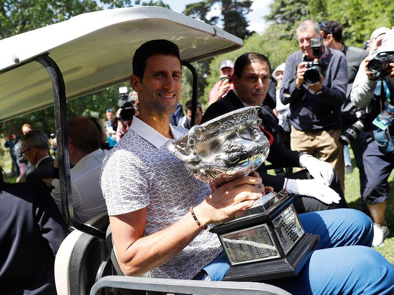 Novak Djokovic hitches a lift