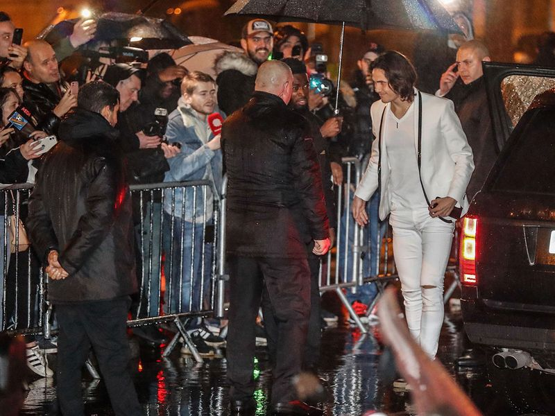 Paris Saint-Germain's Uruguayan forward Edinson Cavani (R) arrives to attend the  birthday party of Paris Saint-Germain's Brazilian forward Neymar on February 2, 2020, at the Yoyo in the Palais de Tokyo venue in Paris. / AFP / Zakaria ABDELKAFI