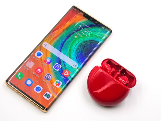The Huawei Mate 30 Pro 5G and the FreeBuds 3 Red Edition are your top picks for this year's Valentine's Day