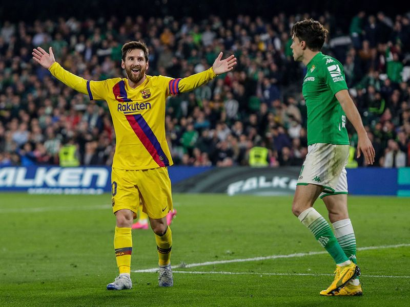 Barcelona defeated Betis to stay in touch with Real Madrid in La Liga