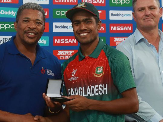Mohammad Akbar Ali of Bangladesh is presented with the Player of the Match award from former South African cricketer Makhaya Ntini.