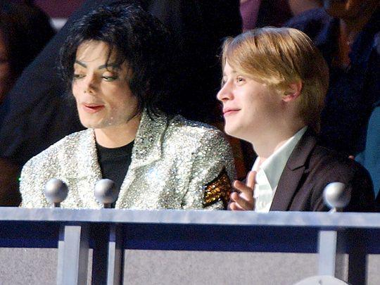 TAB Macaulay Culkin with Michael Jackson 11-1581492755211