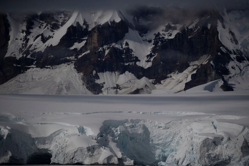 Copy of 2020-02-11T000254Z_1500444464_RC20YE92XYNE_RTRMADP_3_CLIMATE-CHANGE-ANTARCTICA-PENGUINS-1581605124598