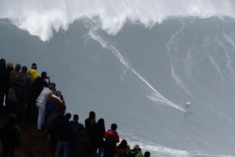 Copy of APTOPIX_Portugal_Big_Wave_Surf_46203.jpg-265e1-1581596181811