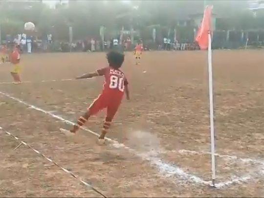 Dani scores from a corner kick