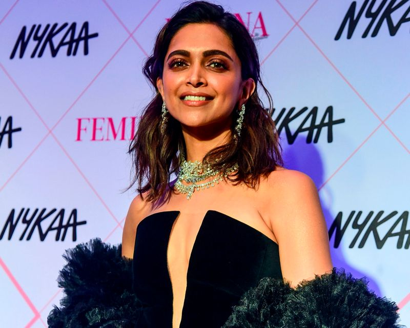 Watch: Bollywood star Deepika Padukone mobbed outside restaurant, video goes viral