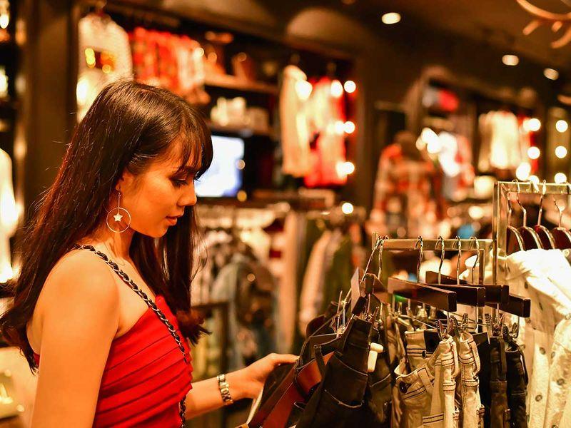 shutterstock_1008308140 shopping generic