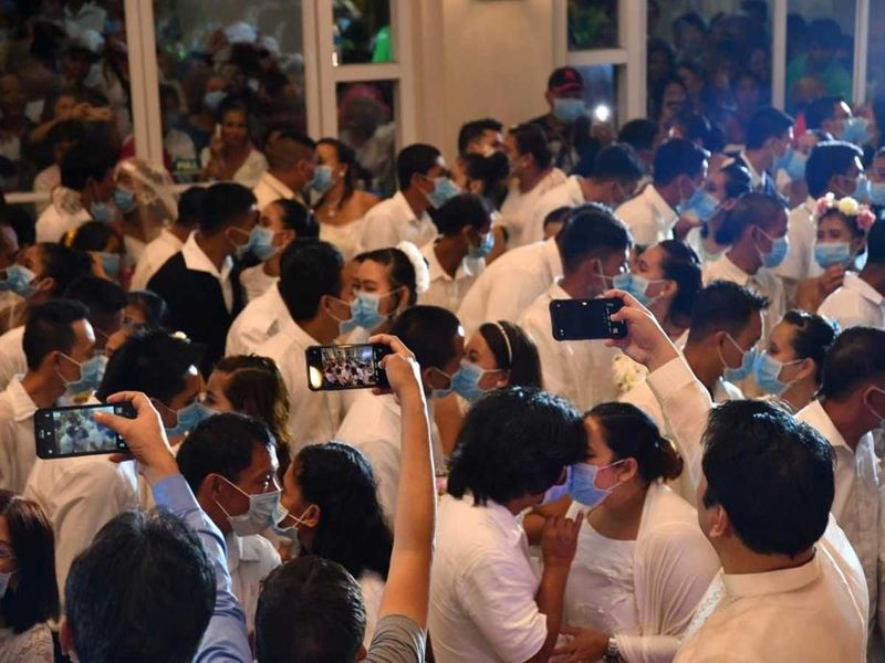 2020-02-21T062040Z_162394712_RC2U4F9GFDUG_RTRMADP_3_CHINA-HEALTH-PHILIPPINES-MASS-WEDDING-(Read-Only)