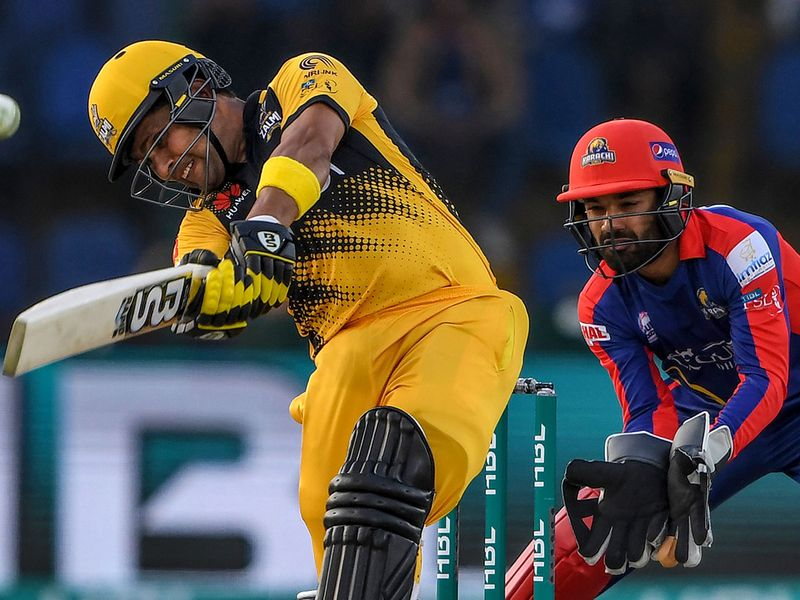 Peshawar's Kamran Akmal and skipper Darren Sammy put up a spirited fight in the final few overs, clawing the score back to  186-5 as they chased 201