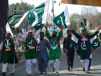 Spectators arrive at the National Cricket Stadium in Karachi on February 22, 2020, before the start of the Pakistan Super League (PSL) T20 cricket match between Peshawar Zalmi and Quetta Gladiators. / AFP / Rizwan TABASSUM