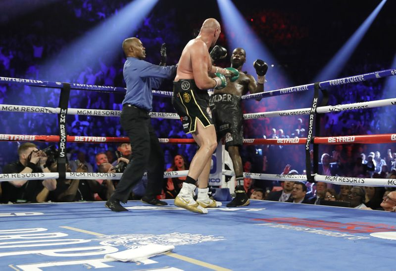 Copy of 2020-02-23T054540Z_1865325416_HP1EG2N0G04N0_RTRMADP_3_BOXING-HEAVYWEIGHT-WILDER-FURY-1582437534066