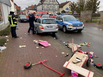 2020-02-24T153126Z_156227406_RC237F9A2O7C_RTRMADP_3_GERMANY-CARNIVAL-CRASH-(Read-Only)