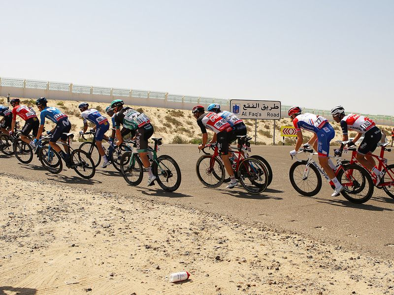 The main peloton took the Al Faq'a Road on their way to Jebel Hafeet