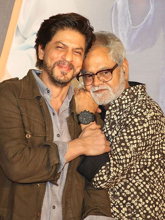Sanjay Mishra and Shah Rukh Khan