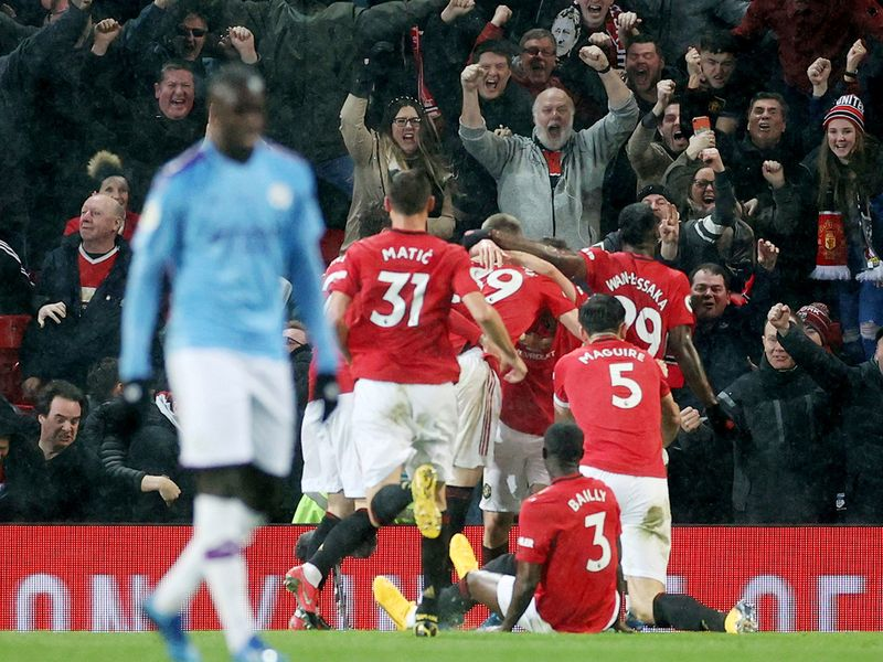 Manchester United beat Manchester City 2-0 in Premier League action
