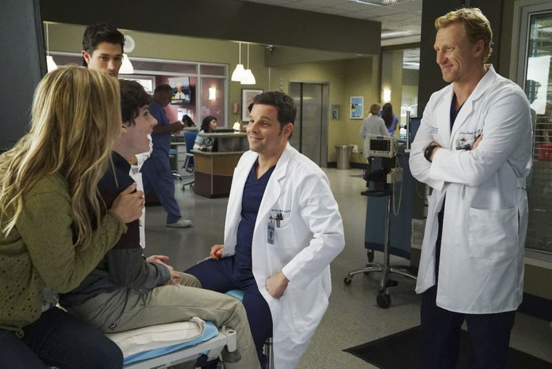 Justin Chambers, Joe Dinicol, Kevin McKidd, and William Leon in Grey's Anatomy (2005)-1583848043177