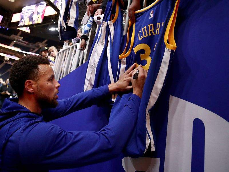 Stephen Curry sat out a game for the Golden State Warriors, sparking rumours about his health