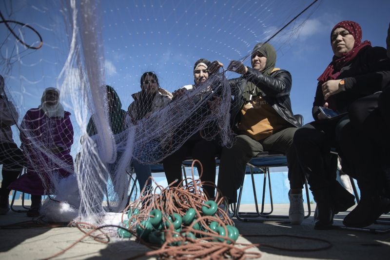 Copy of Morocco_Fisherwomen_Photo_Gallery_90166.jpg-0f3a5~1-1583916244480