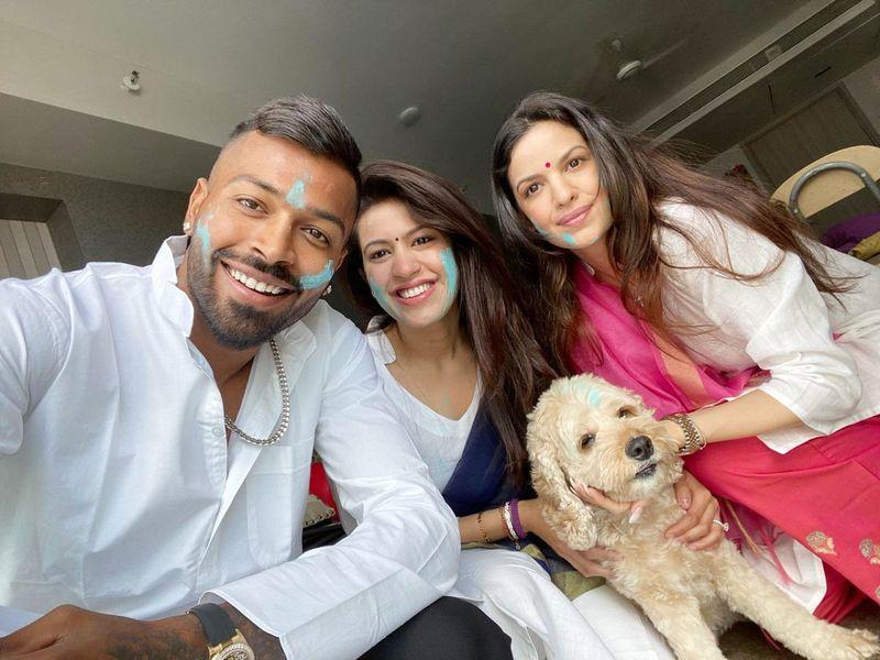 Hardik Pandya celebrates Holi with fiancee Natasha Stankovic and family