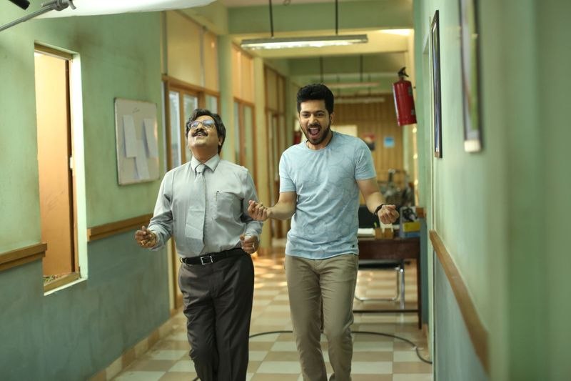 Vivek and Harish Kalyan -a scene from Dharala Prabhu-1583923063435