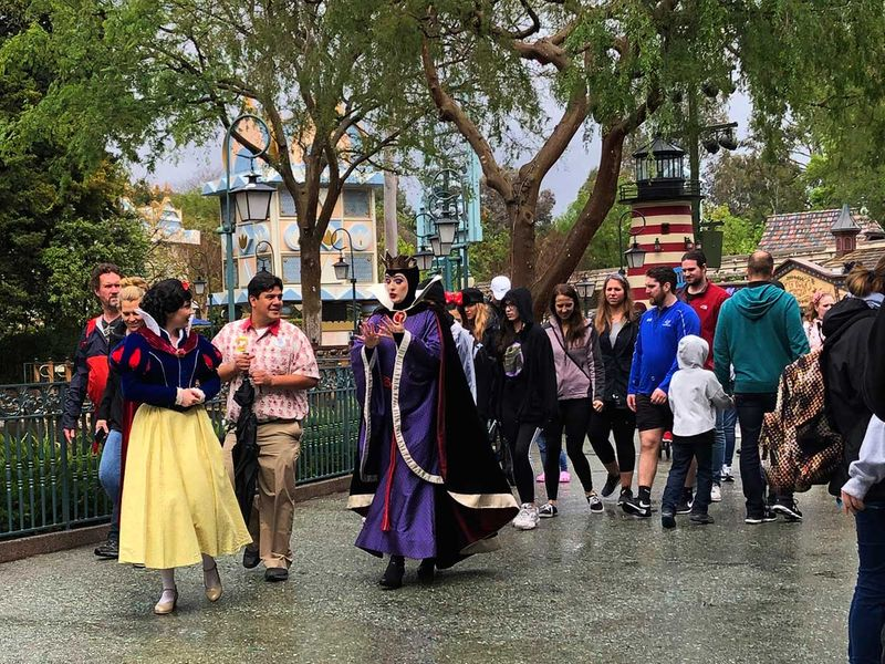 Virus_Outbreak_Disneyland_25686