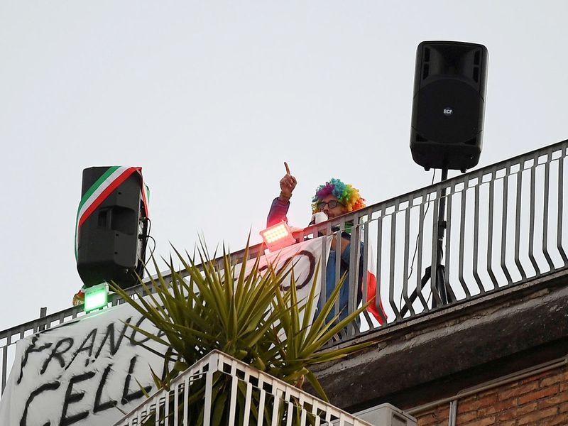 A man sings from a terrace to raise morale, in Rome