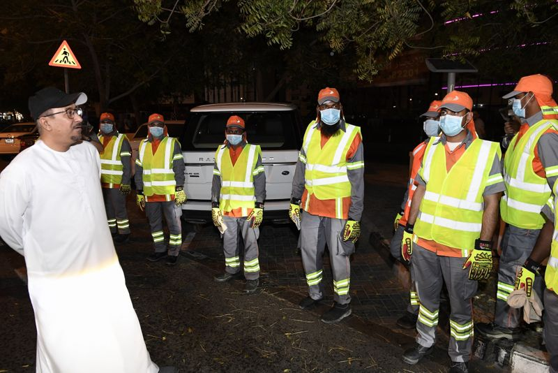 Director General of Dubai Municipality Eng. Dawood Al Hajiri thanks workers for their efforts