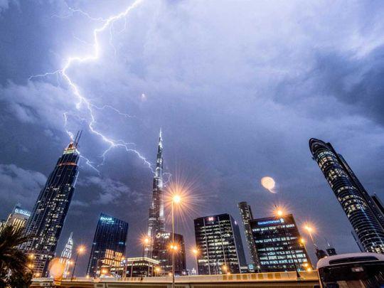 LIGHTNING DUBAI Burj Khalifa