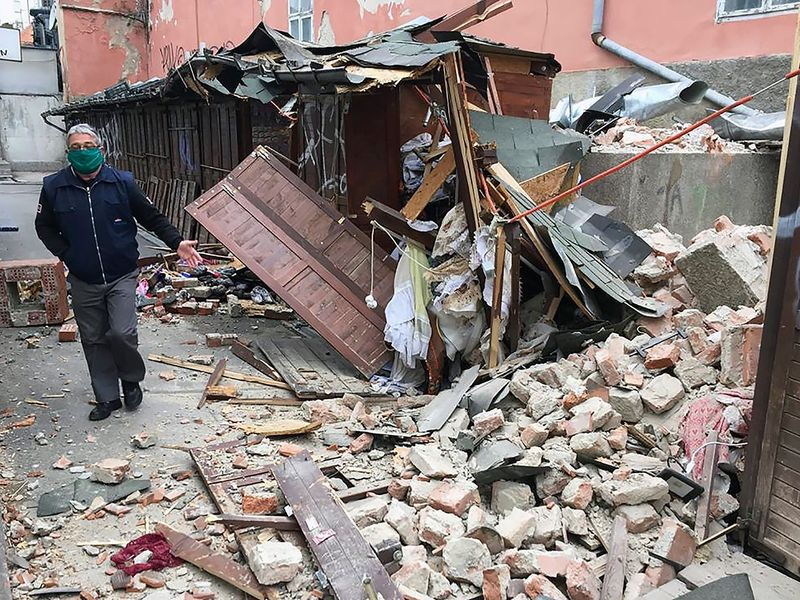 Quake strikes north of Zagreb, damages buildings