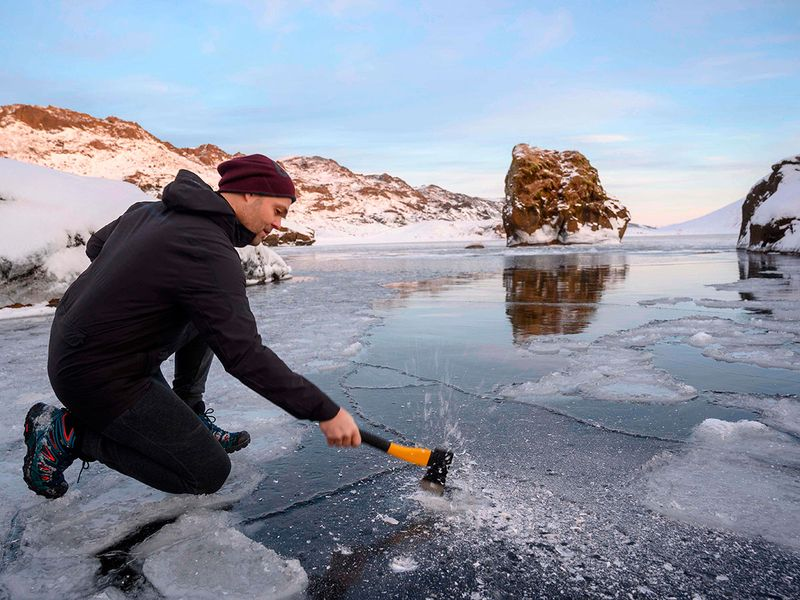 These Icelanders skip the hot springs for ice baths