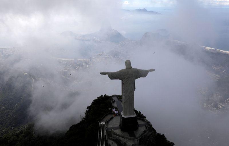 Copy of 2020-03-26T205035Z_227748145_RC2WRF9E14RE_RTRMADP_3_HEALTH-CORONAVIRUS-BRAZIL-RIO-1585484247554
