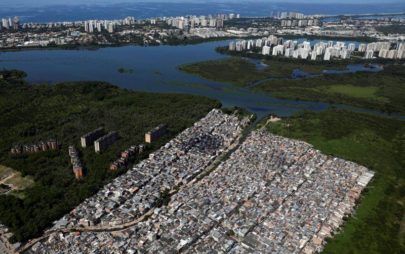 Copy of 2020-03-26T205122Z_1090813920_RC2WRF9U4H2Y_RTRMADP_3_HEALTH-CORONAVIRUS-BRAZIL-RIO-1585484275829