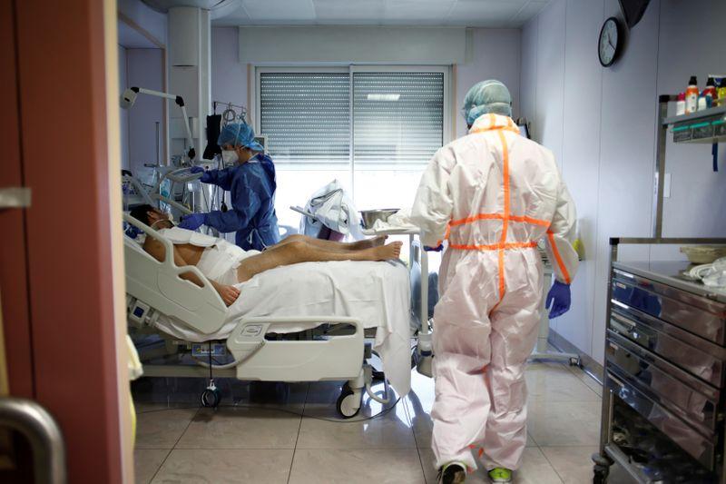Copy of 2020-04-01T130440Z_39335128_RC2PVF9V0MGS_RTRMADP_3_HEALTH-CORONAVIRUS-FRANCE-HOSPITAL [1]-1585825046847