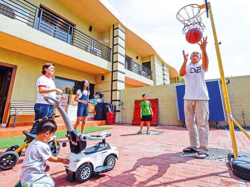 SNAPSHOT-FILIPINO-FAMILY-711-(Read-Only)