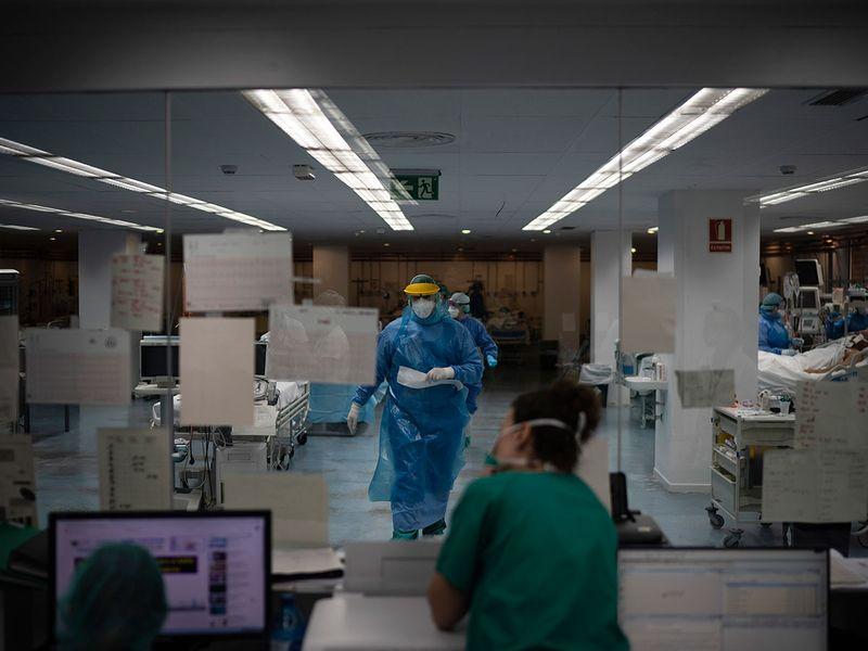 Virus_Outbreak_Inside_the_ICU_49963