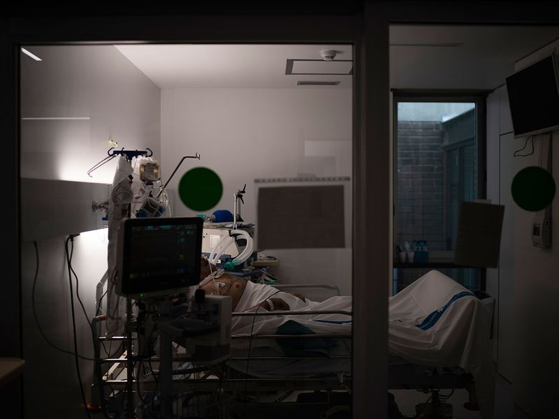 Virus_Outbreak_Inside_the_ICU_55734