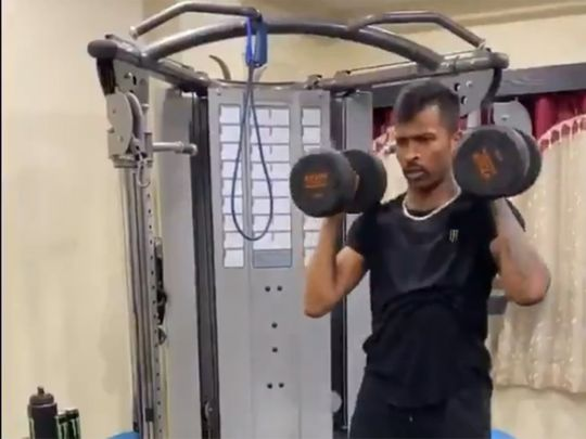 Hardik Pandya works out during coronavirus lockdown