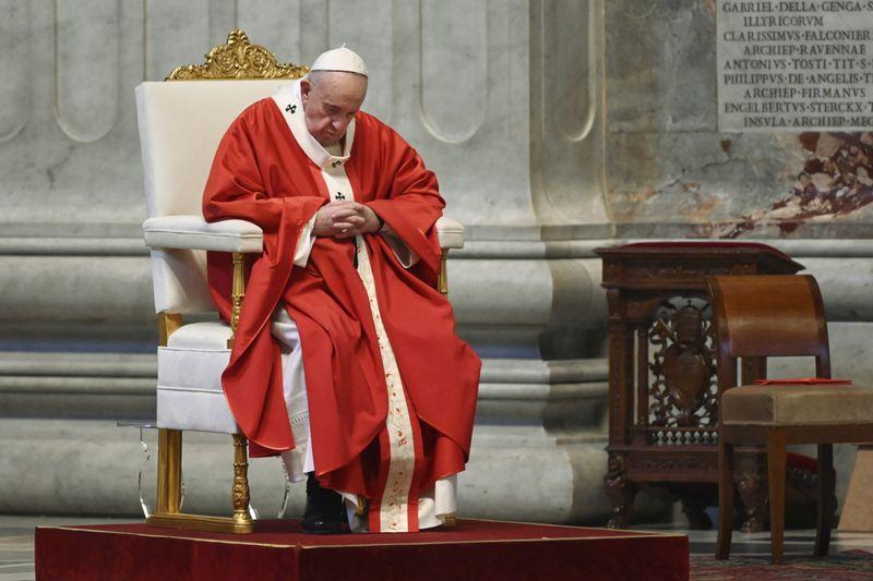 Copy of Vatican_Pope_Palm_Sunday_Mass_23063.jpg-50f24-1586162054432