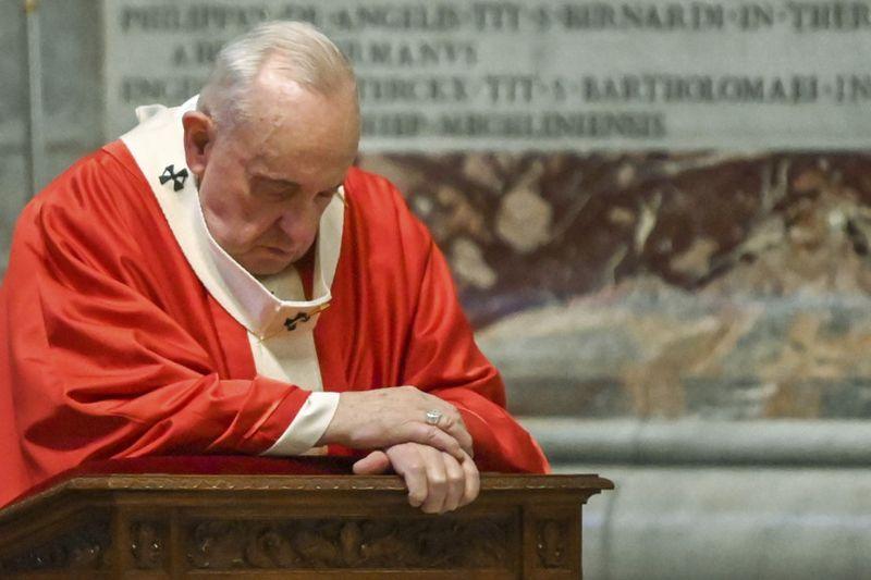 Copy of Vatican_Pope_Palm_Sunday_Mass_67203.jpg-018f2~1-1586162045364