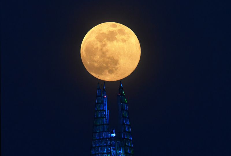 Copy of 2020-04-07T192812Z_1564558298_RC2VZF91P0HD_RTRMADP_3_SUPERMOON-SIGHTING-BRITAIN-1586325325468