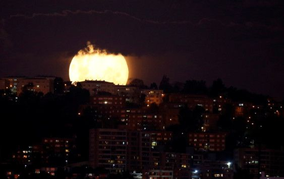 Copy of 2020-04-08T004344Z_1789749111_RC200G9E4ILU_RTRMADP_3_SUPERMOON-SIGHTING-CHILE-1586325307062