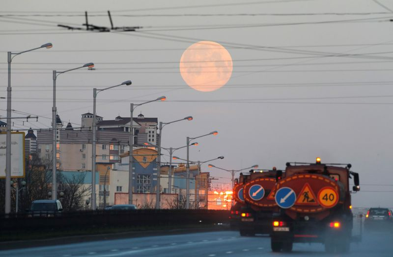 Copy of 2020-04-08T043613Z_1994715653_RC240G9AKKV3_RTRMADP_3_SUPERMOON-SIGHTING-BELARUS-1586325287234
