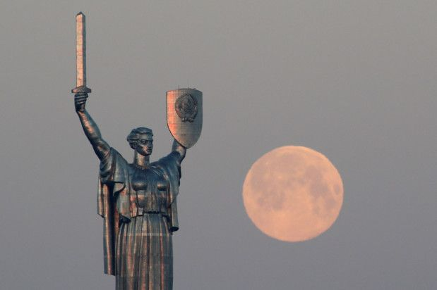 Copy of 2020-04-08T050858Z_1293075167_RC250G973O55_RTRMADP_3_SUPERMOON-SIGHTING-UKRAINE-1586325270225